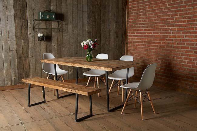Phòng ăn mang đầy hơi thở tự nhiên với chất liệu gỗ và gạch thô