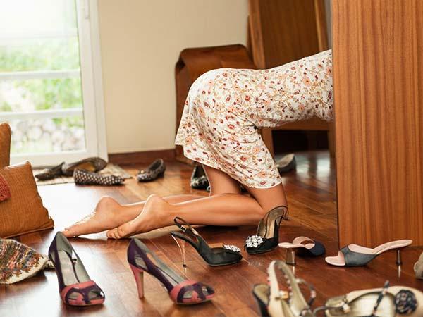 Giày dép bừa bộn khi không có tủ giày dép