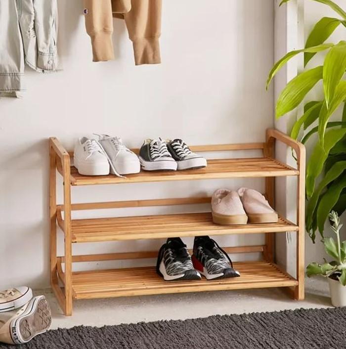 Kệ giày dép 3 tầng bằng gỗ đơn giản mà tiện dụng