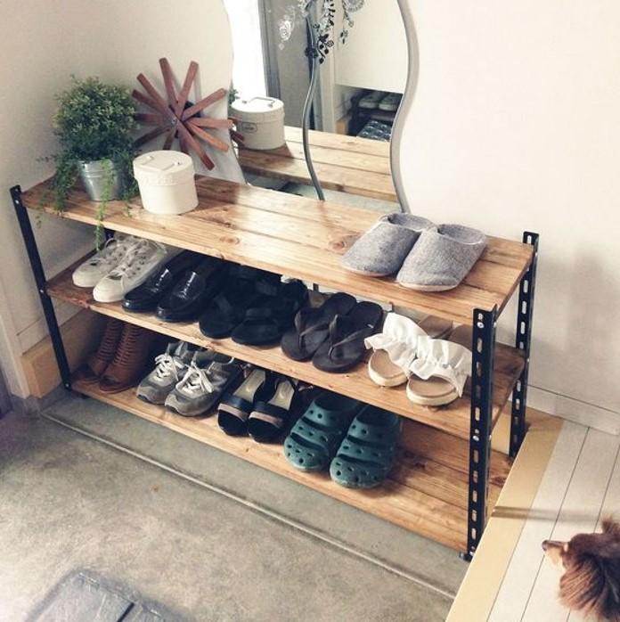 Mẫu kệ giày 3 tầng tận dụng để thêm các vật dụng khác