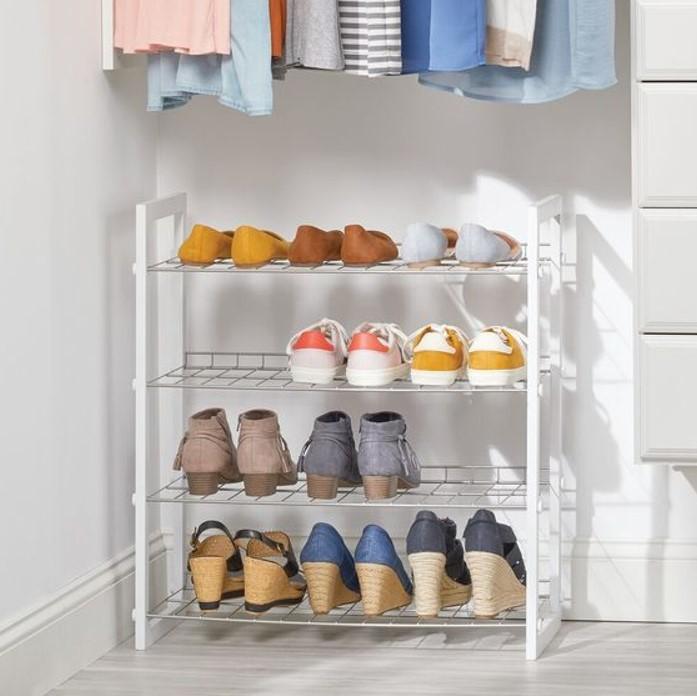 Kệ giày dép inox vừa nhẹ vừa bền là một lựa chọn tối ưu để lưu trữ giày dép