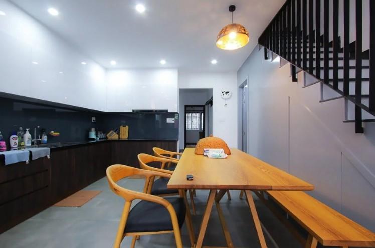 Không gian bếp nhỏ với thiết kế tủ bếp chữ L