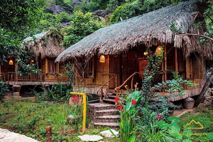 Một bungalow xinh xắn nằm trong rừng cây
