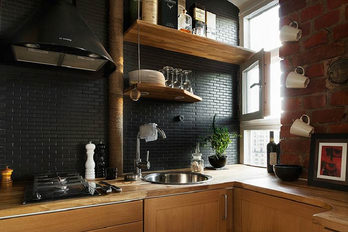 gạch màu đen ốp tường bếp