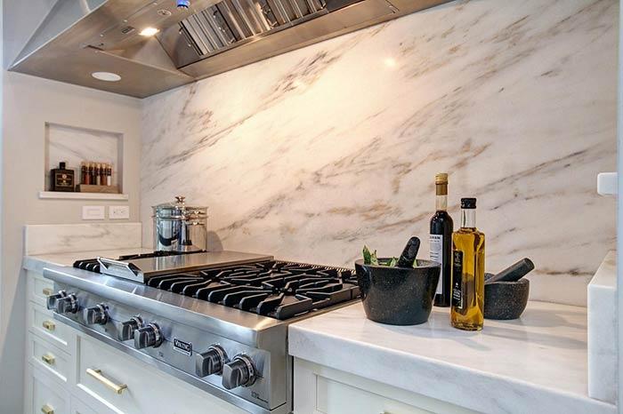 chất liệu gạch ốp tường bếp