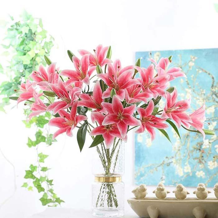 Hoa Ly chưng Tết mang ý nghĩa phú quý, hạnh phúc, thịnh vượng