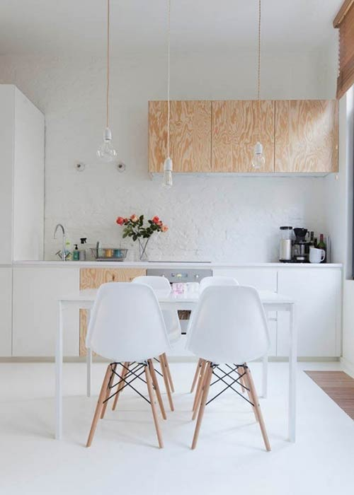 Tinh thần Bắc Âu hiện hữu rõ nét trong thiết kế phòng bếp-ăn với màu trắng sáng
