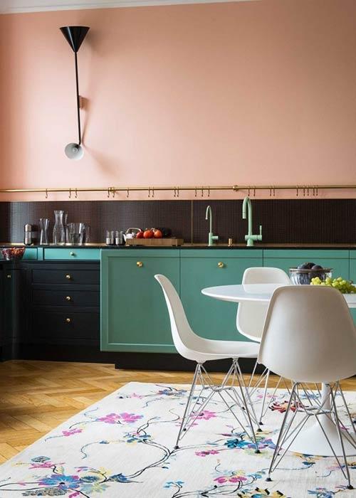 Không gian phòng ăn mang chút tinh thần Scandinavian này được làm điệu đà với gam màu pastel dịu dàng.