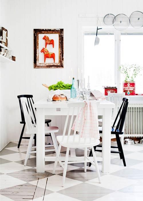 Phòng ăn được nhấn bởi gam trắng tinh khôi.